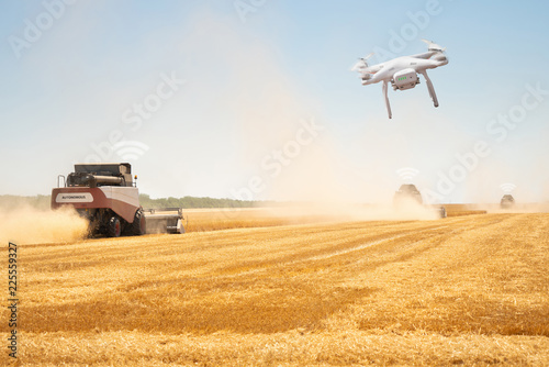 Aufkleber - Autonomous combine harvesters with drone. Internet of things in agriculture.