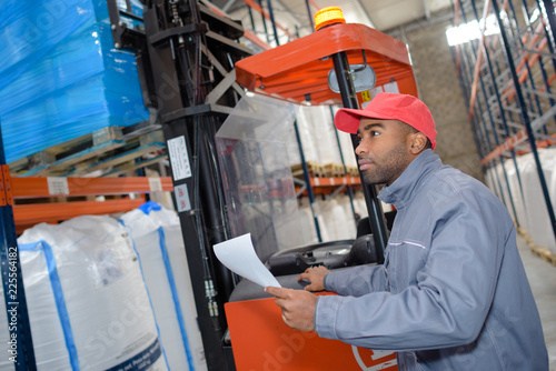 Warehouse worker picking order Fototapeta