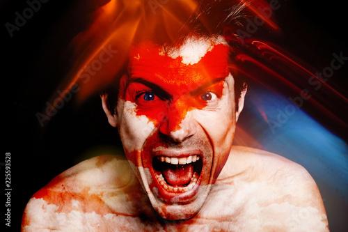 Photo homme portrait visage furieux cri crier fou fête dingue lumière multicolor color