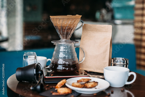 Foto Kit for filter coffee brewing with biscuits