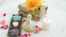 Herbal Ball Spa.Spa Massage Tr...