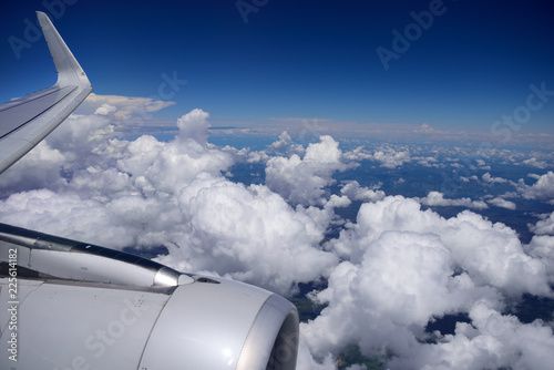 Photo  Boeing 737 MAX airplane, view of engine, wing, and the earth's horizon, flying a