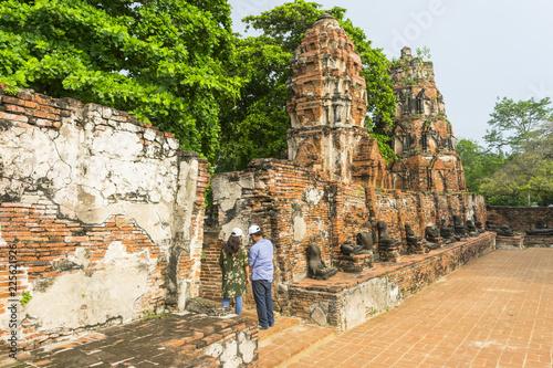 Fotobehang Temple old pagoda of Wat Ratchaburana temple in Ayutthaya, Thailand