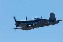 American WWII Fighter Plane (Vought F4U Corsair )