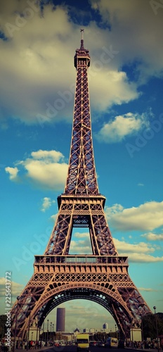 Staande foto Centraal Europa Eiffel Tower and the blue sky with vintage effect