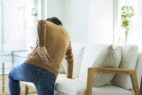 Fotomural 中年男性 腰痛