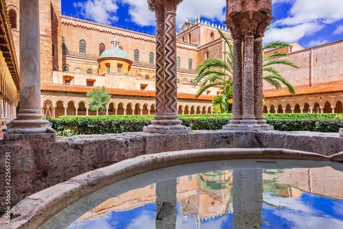 La pose en embrasure Palerme Monreale Cathedral, Palermo in Sicily