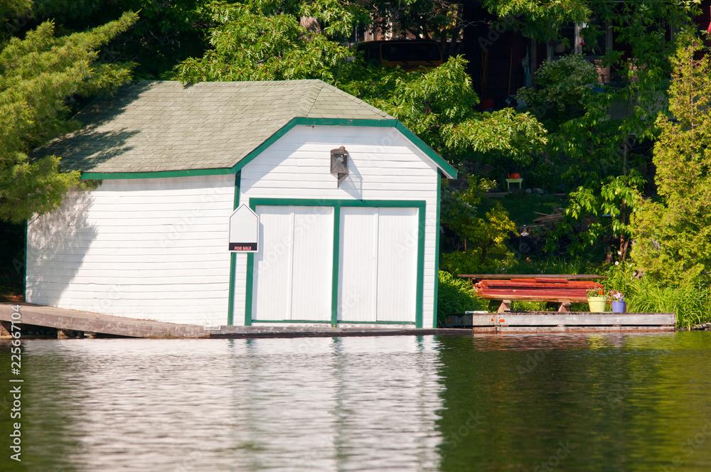 Fototapety, obrazy: White boathouse