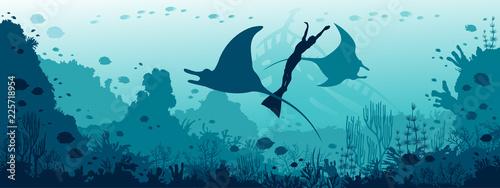 Fotografia Underwater panorama  - mantas, freediver, coral reef, fish, blue sea