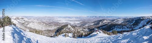 Papiers peints Alpes Skiing on a mountain - huge ledge