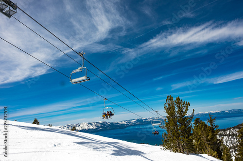 Fotografia Lake Tahoe from Heavenly Resort - skiing - looking at ski lift with lake in back