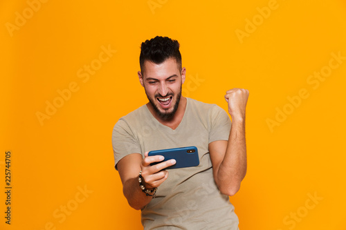 Photo  Portrait of a happy young casual man