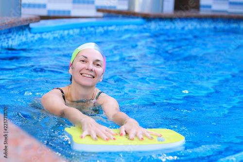Fotografía  женщина в бассейне