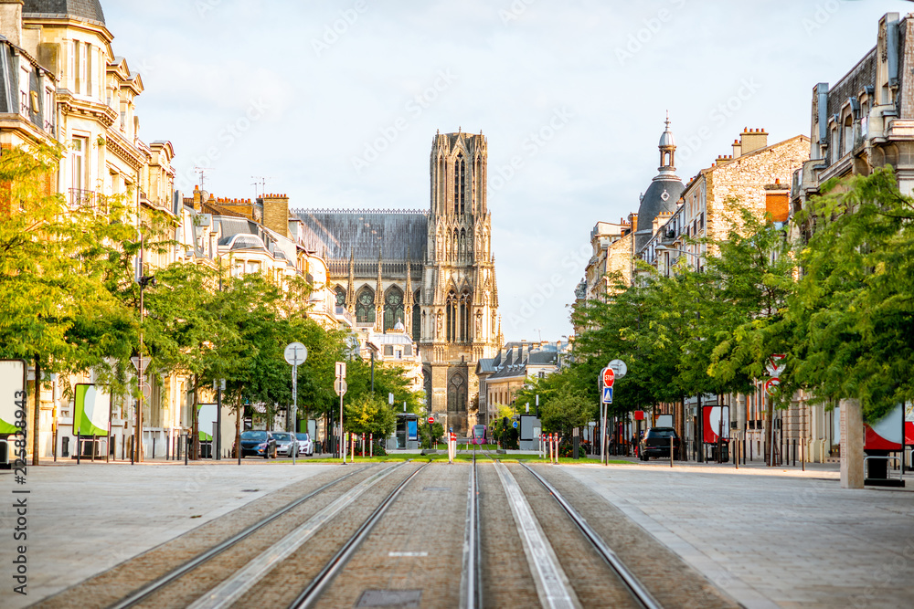 Fototapety, obrazy: Street view with cathedral in Reims city, France
