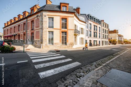 Foto op Plexiglas Historisch geb. Street view in the town of Fontainebleau, France