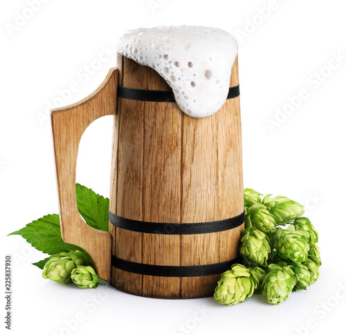 Staande foto Bier / Cider Wooden mug with beer and hops isolated on white background.
