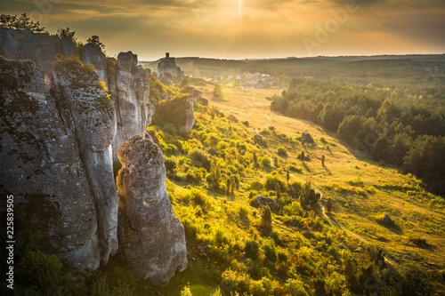 Montage in der Fensternische Honig Sunset over the rocks in Mirow on the jura krakowsko-czestochowska, Silesia, Poland