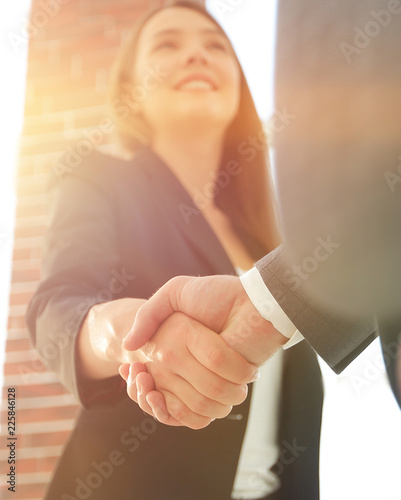 Fotografía  Close up of businessman and businesswoman shaking hands