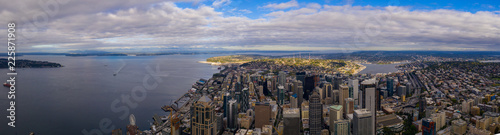 Платно Aerial drone photo of Seattle and Elliott Bay