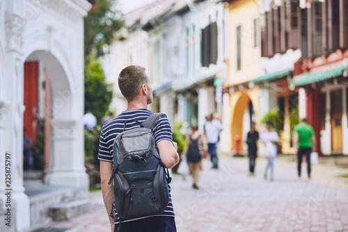 Keuken foto achterwand Aziatische Plekken Young traveler in city