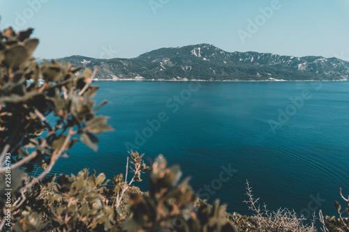 Schöne Küste auf Korfu Griechenland