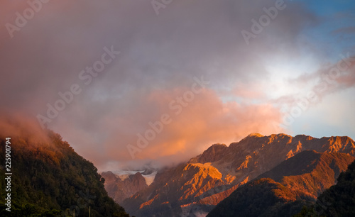 Foto op Plexiglas Oceanië Franz Josef glacier at sunset, New Zealand