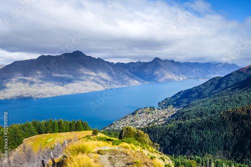 Foto op Plexiglas Oceanië Lake Wakatipu and Queenstown, New Zealand