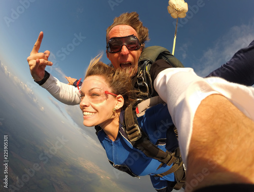 Spoed Foto op Canvas Luchtsport Selfie tandem skydiving with pretty woman