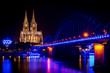 Kölner Dom bei NAcht im besonderen Licht