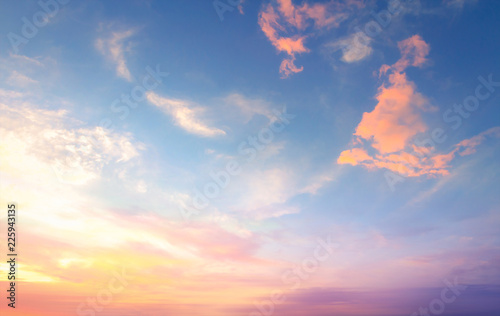 Photo World environment day concept: Sky and clouds autumn sunset background