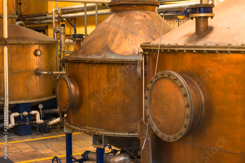 Papel de parede Alambiques de cobre para la destilación del tequila.