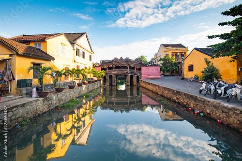 Foto auf AluDibond Asiatische Länder Japanese Covered Bridge in Hoi An