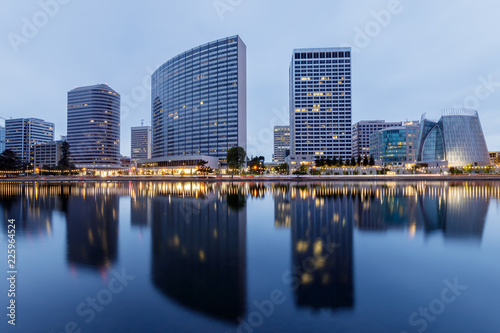 Foto op Canvas Stad gebouw Downtown Oakland and Lake Merritt Reflections at Twilight. Oakland, Alameda County, California, USA.