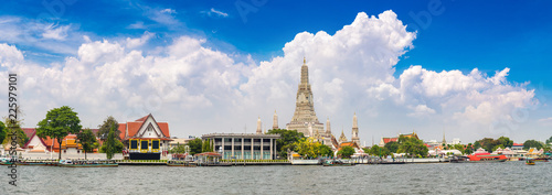 Wat Arun Temple in Bangkok Canvas Print