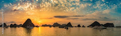 Foto op Plexiglas Asia land Sunset in Halon bay, Vietnam