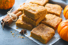 Pumpkin Bars With Cinnamon Sug...