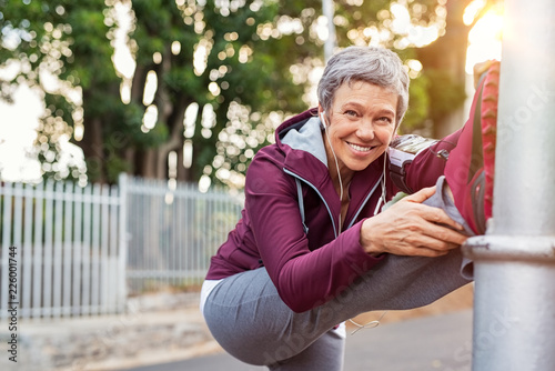 Canvastavla  Mature woman warming up before jogging