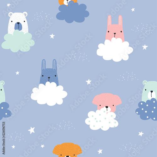 dzieciecy-bezszwowy-wzor-z-slicznymi-zwierzetami-i-chmurami-wektorowa-reka-rysujaca-ilustracja
