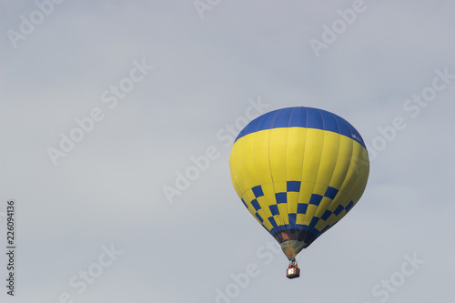 Poster Luchtsport Colorful hot air balloon flying on sky. travel and air transportation concept