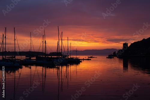 Sunset over the harbor in Oban. Fototapeta
