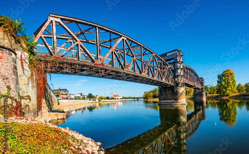 Ingelijste posters Brug Old Town Railway Bridge in Magdeburg, Elbe river and downtown at Autumn