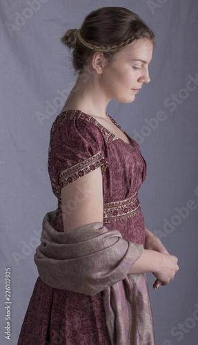 Fotografia Regency woman with paisley shawl in profile