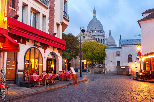Fotobehang Historisch geb. The Place du Tertre with tables of cafe and the Sacre-Coeur in the morning, quarter Montmartre in Paris, France