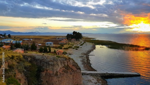 Spoed Foto op Canvas Zuid-Amerika land Coucher du soleil sur l'île de Luquina Chico