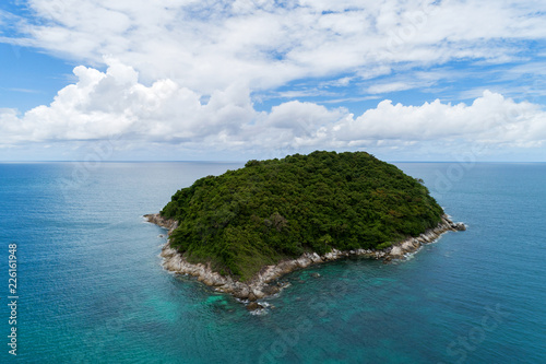 In de dag Eiland Aerial view landscape of small island in tropical sea against blue sky background