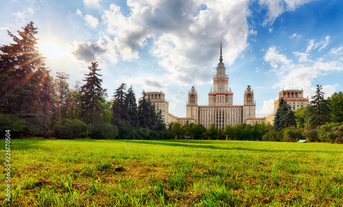 Foto op Canvas Aziatische Plekken View of Moscow State University in summer in Moscow.