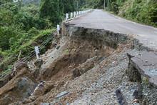 道路の土砂崩れ