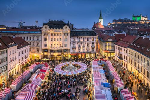 Weihnachtsmarkt in Bratislava, Slowakei Wallpaper Mural