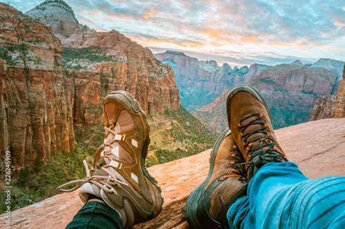 Fotomural  Close up of couple wearing mountain boots and landscape of mountains