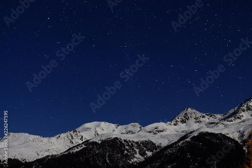 Fototapeta Gwiazdy na nocnym niebie we Włoszech obraz